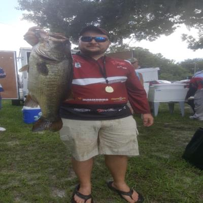 8lb trophy anchors a 25lb bag to get the win